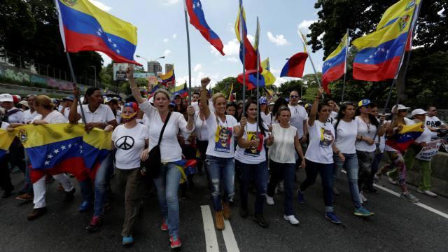 """""""La mujer venezolana se moviliza contra represión y autogolpe"""""""