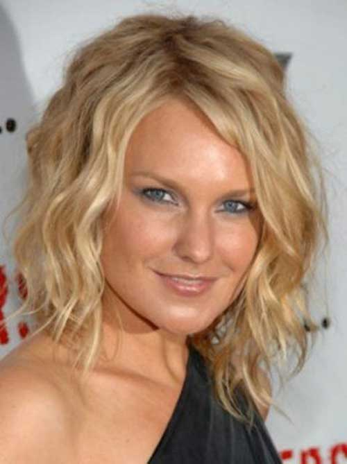 Latest Blonde Short Layered Haircut With Wavy Hair Picture