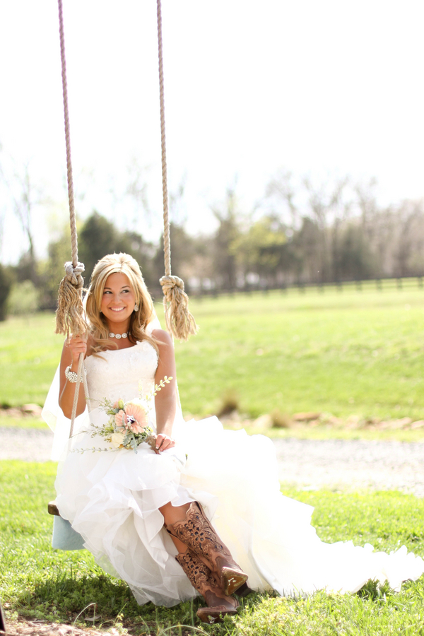 Southern+charm+belle+cowgirl+cowboy+rustic+outdoor+vintage+boots+horse+farm+barn+south+north+carolina+blonde+bride+style+hair+hairdo+updo+half+updo+Mallory+Dawn+Photography+8 - Detail Spotlight - Bridal Portraits