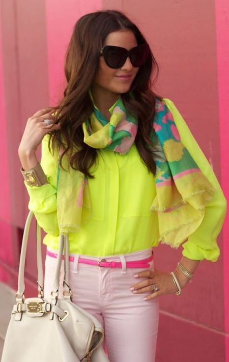 street style: pretty neon outfit with yellow blouse and scarf