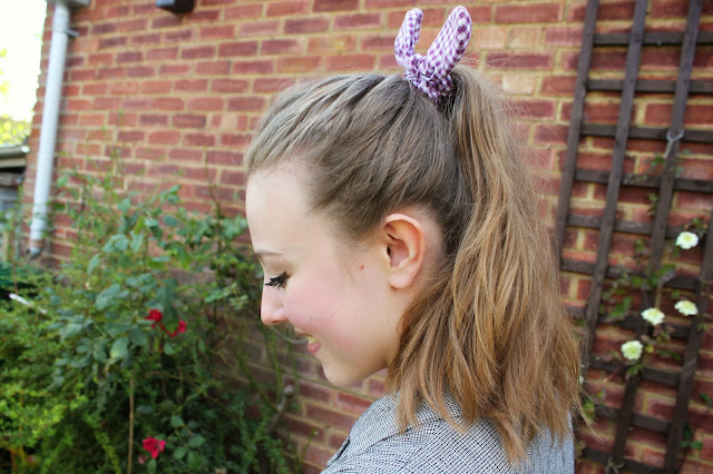 blogger-accessories-inspiration-fashion-scrunchie-hair-gingham-bow-camden