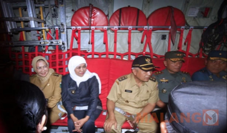 Gubernur Jawa Timur Menikmati Joy Flight Di Lanud Abdurrahman Saleh