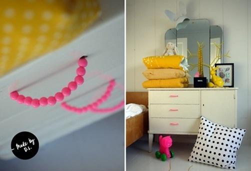 Gagang laci terbuat dari manik-manik dan aksesoris.
