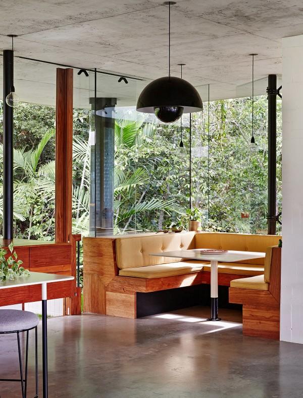 casa abierta al exterior con zona office en la cocina  chicanddeco