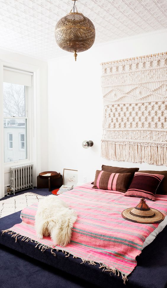 stunning hot pink bedroom | Moon to Moon: Bedroom Inspiration : Hot Pink BedSpreads