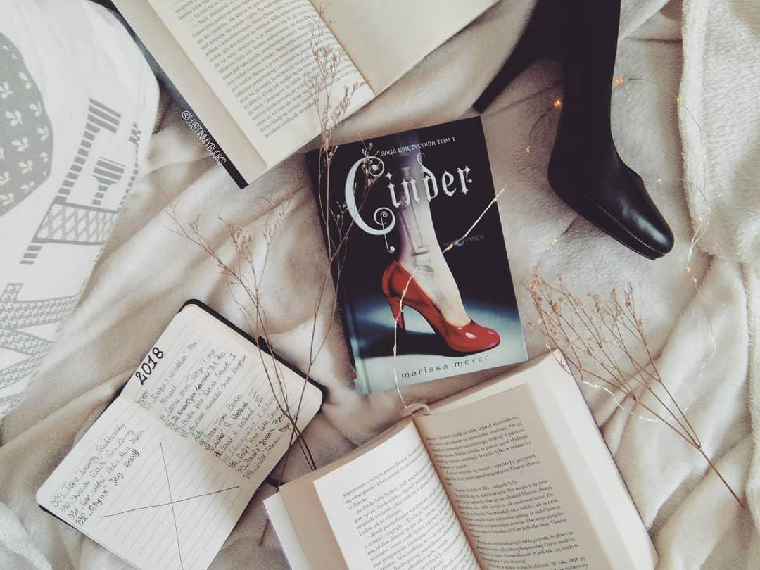 """,,CINDER""""  Marissa Meyer"""