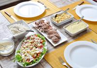 porco com farofa e salada