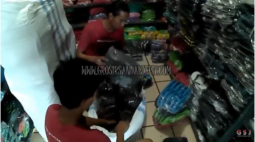 Pengiriman Sandal Murah Ke Pulau Sumatera