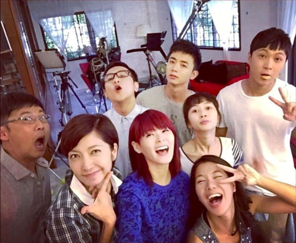 The first photo showed the cast of Tiger Mum, a 2015 Channel 8 drama series starring Huang Biren and Yao Wenlong. Belinda also acted in the drama, along with Jayley Woo and Aloysius Pang.