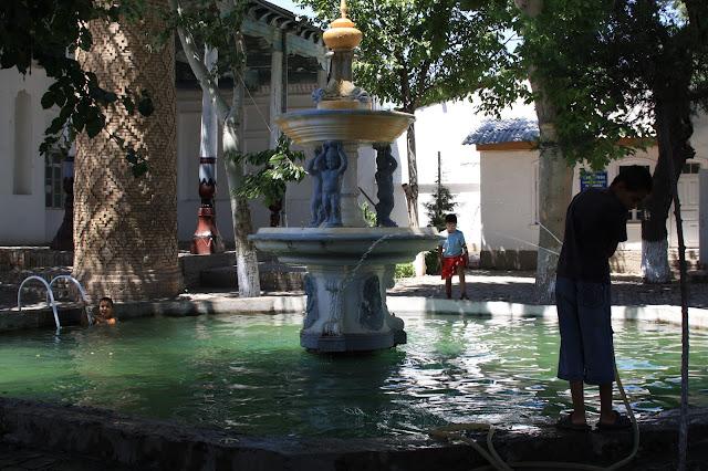 Ouzbékistan, Samarcande, bassin municipal, © L. Gigout, 2010