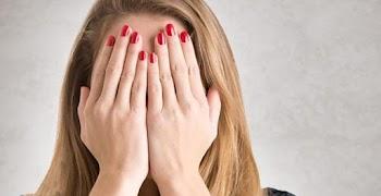 Ντροπιαστικά πράγματα που κάνουν όλες οι γυναίκες