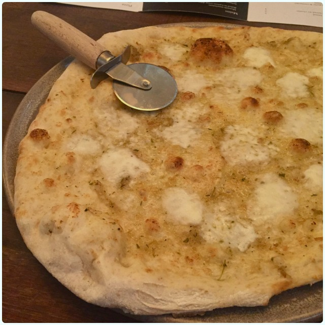 Wood fired garlic bread with cheese