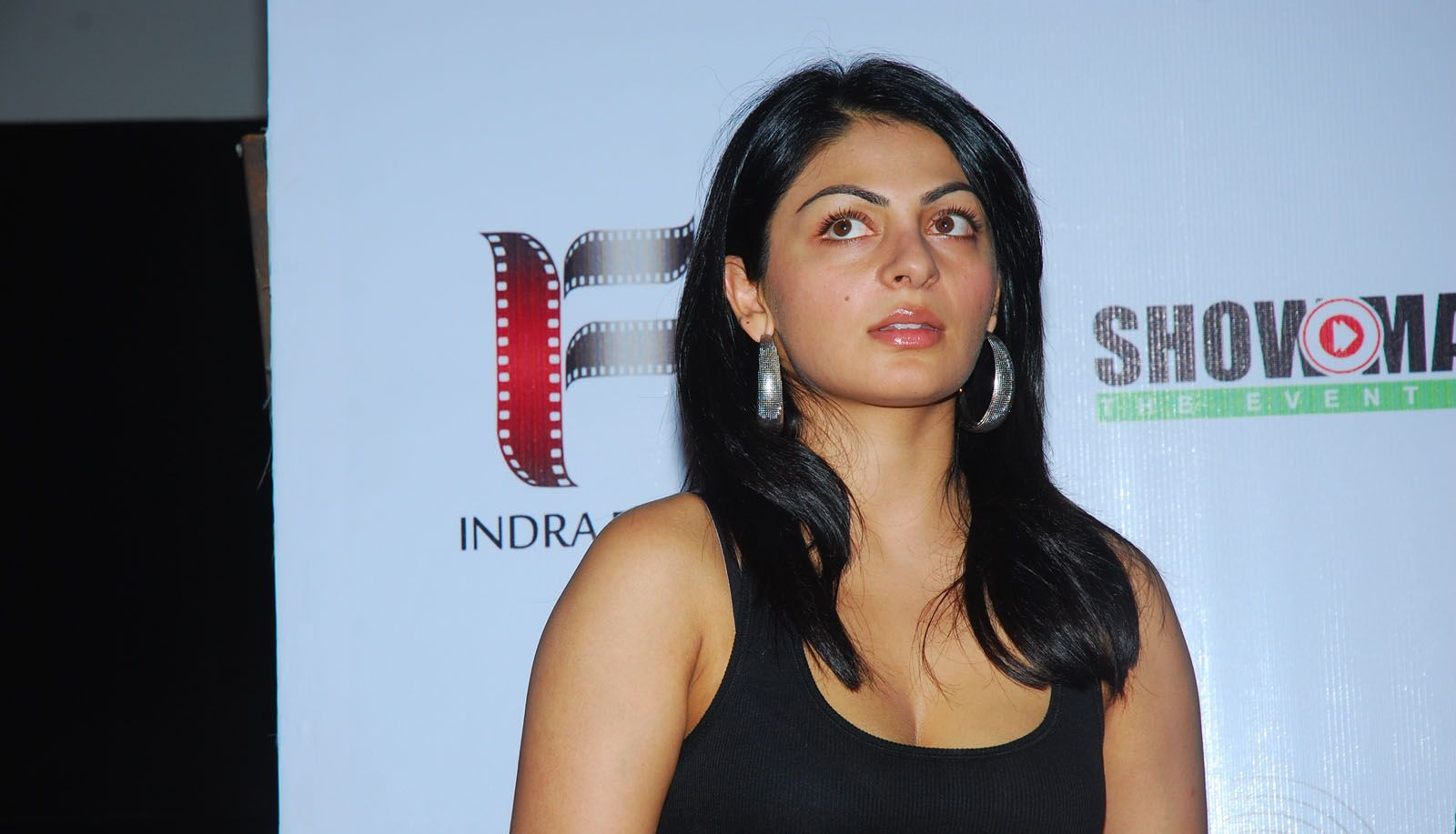 High Quality Bollywood Celebrity Pictures: Neeru Bajwa