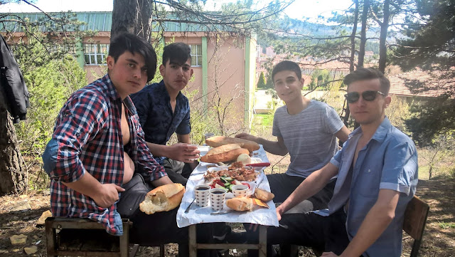 Ahmet Karamanlı, Serhat Bakırcı, Umut Furkan Atak ve Harun İstenci Kastamonu'da beraber piknikte.