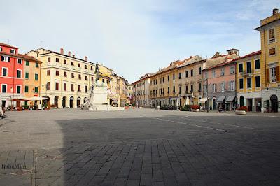 Główny plac w Sarzanie.