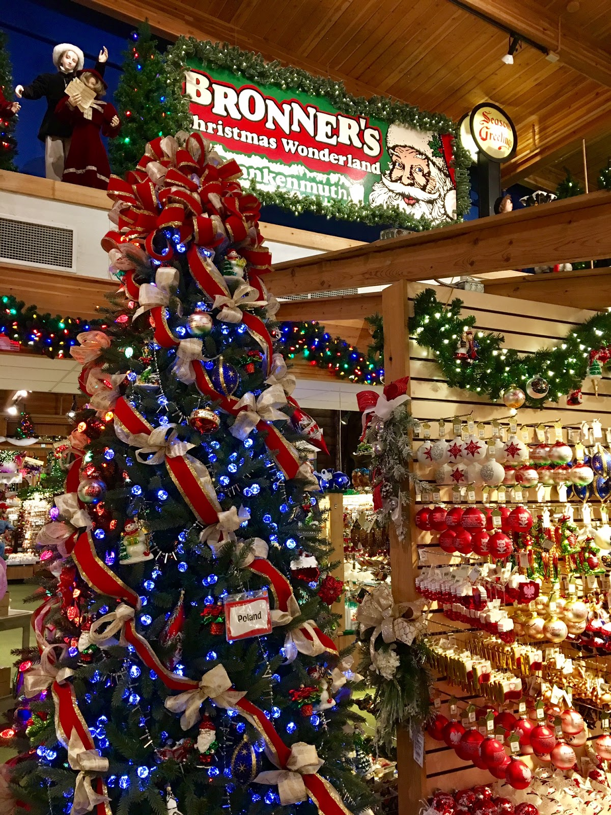 where is it the worlds largest christmas store is called bronners christmas wonderland and is located in frankenmuth michigan