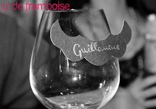 moustache sur verre