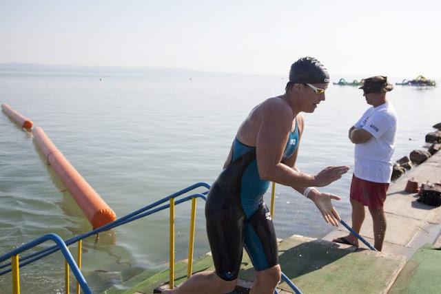 Rekordidő, 58 perc 30 másodperc alatt úszta át a Balatont Papp Márk. A Debreceni Egyetem másodéves sportszervező szakos hallgatója több mint másfél percet javított az eddigi legjobb időn. Korábban, a verseny 34 éves történetében még senki nem tudta egy óra alatt megtenni a révfülöpi kikötőtől a balatonboglári strandig kijelölt távot. A 22 éves hosszútávúszó partot érve azt mondta: egy kiadós reggeli edzésnek tekintette a hagyományosan minden év július első hétvégéjén megrendezett futamot, ami jól illett a riói olimpia előtti felkészülés programjába.