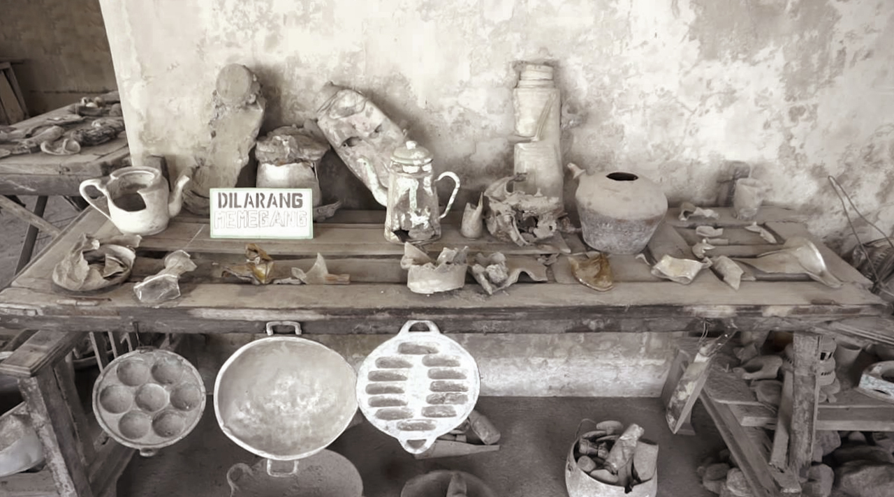 Museum Sisa Harta-ku perabot rumah yang meleleh