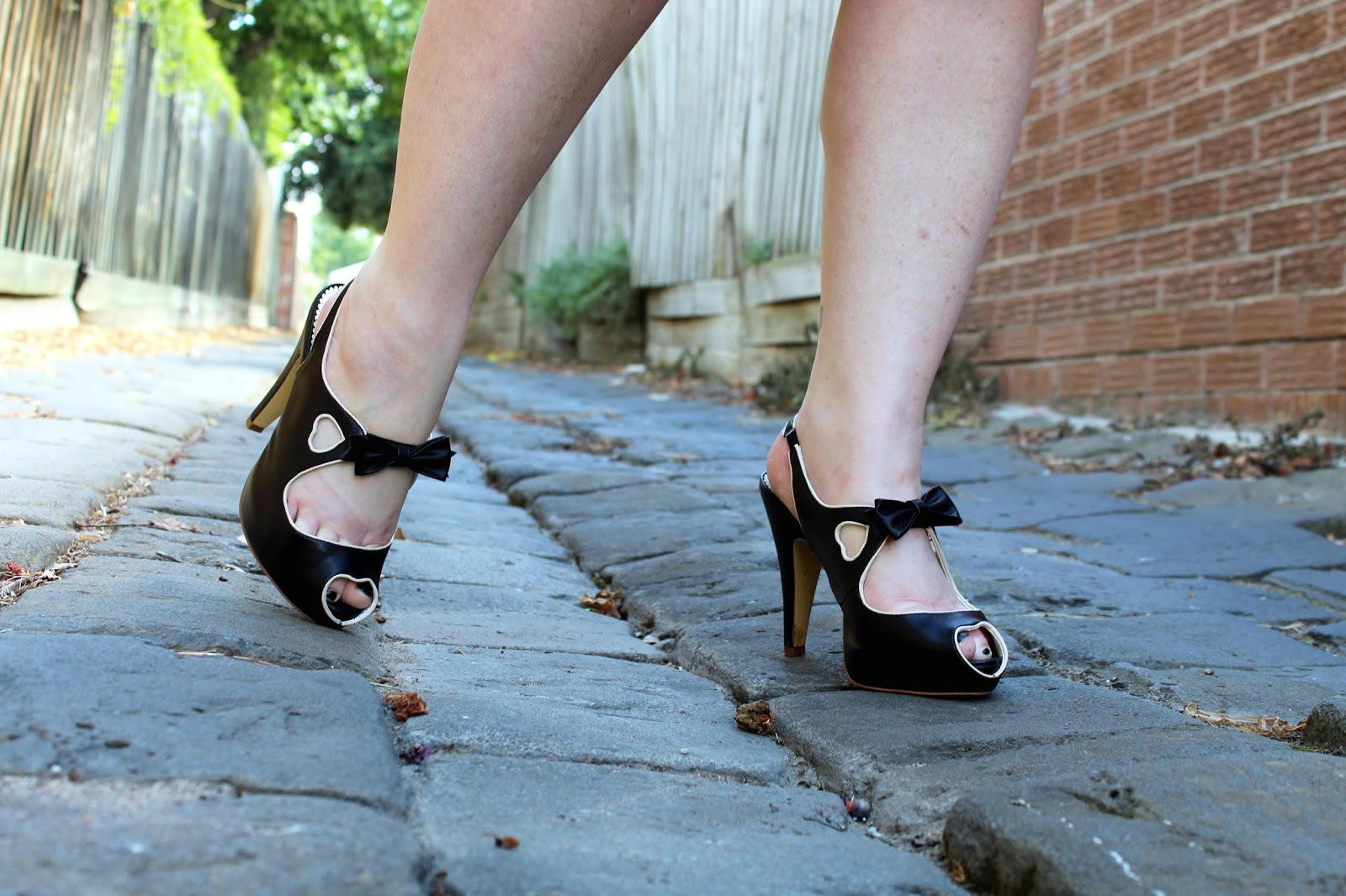 18c95d5be38 Curves to Kill...: Pinup Couture Shoe Addiction!