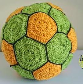 http://lanasyovillos.com/amigurumi/balon_futbol