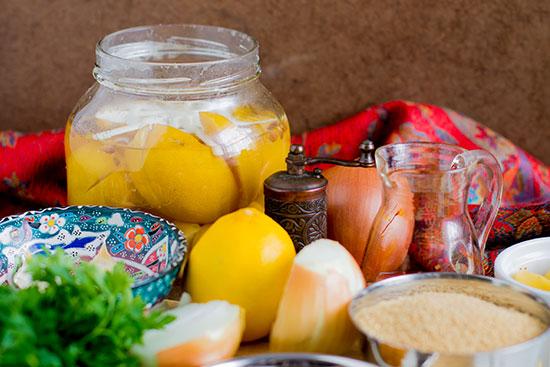 Sastojci za marokanski tažin sa piletinom i usoljenim limunom