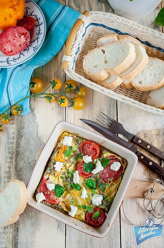 Omlet z pomidorami i fetą