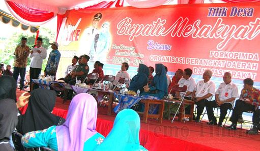 Bupati  Lumajang Drs. H. As'at Malik, M.Ag saat Tilik Desa