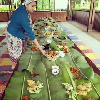 Paket Buka Puasa Botram Di Kampung Sampireun Seruling Bambu Restaurant