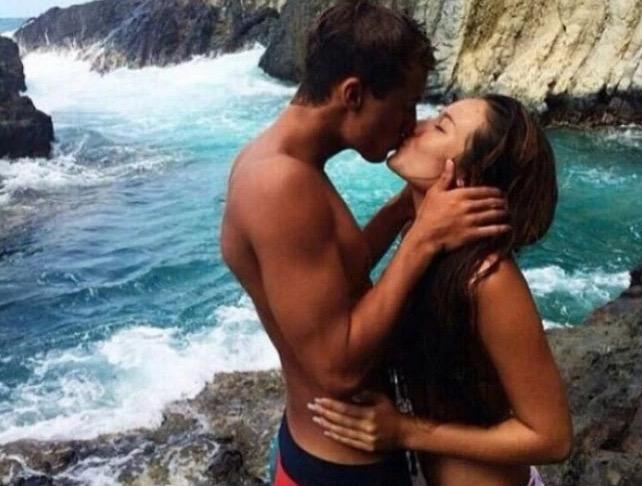 Kongsi Aksi Bercium di Tepi Pantai, Anak Pelakon Popular Dikecam