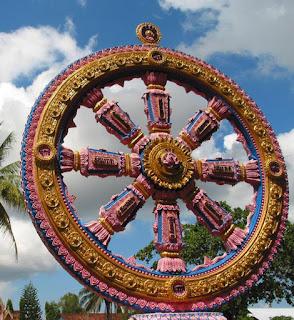 Колесо дхармы - это не только колесо закона, но и символ непрерывных изменений