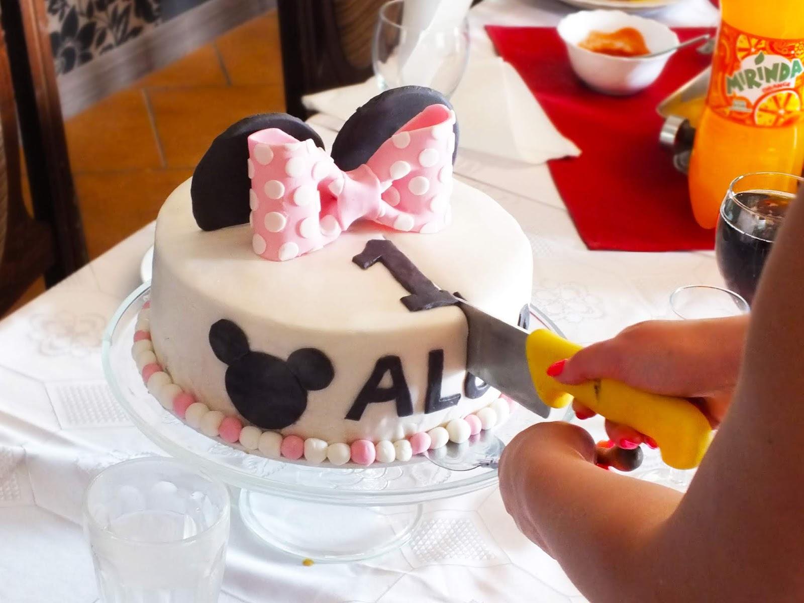 Tort Myszki Minnie na roczek - przepis