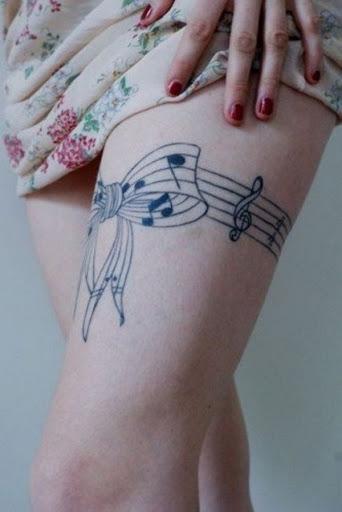 Arco Musical Tatuagem na Coxa para Meninas