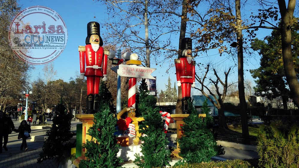 Κοσμοσυρροή και χθες δεύτερη ημέρα Χριστουγέννων στο Πάρκο των Ευχών στη Λάρισα (ΦΩΤΟ)