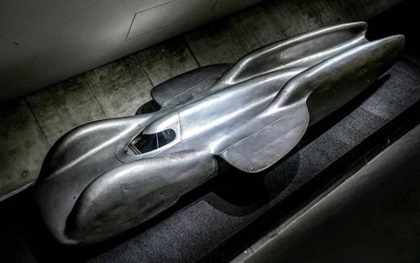 Mercedes-Benz T80