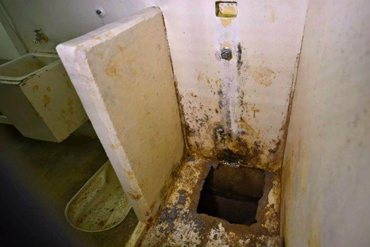 Guzman, 2015'in başında hapishanenin altında açtırdığı 1.5 kilometrelik tünelden kaçmayı başardı.