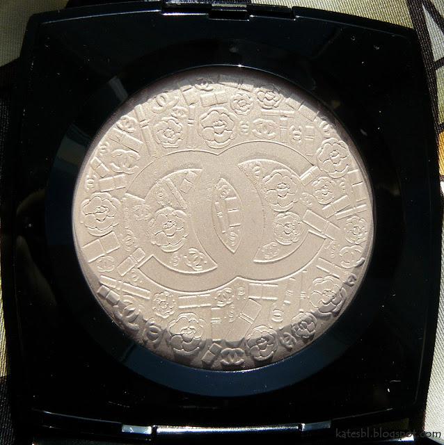 Poudre Signee De Chanel текстура