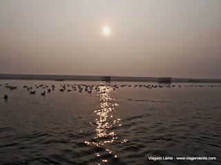 Relato de viagem para Varanasi, Índia, passeio no Ganges e suas típicas particularidades.