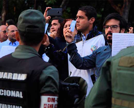 Diputados opositores amanecieron en la Comandancia de la GN para exigir el cese de la represión