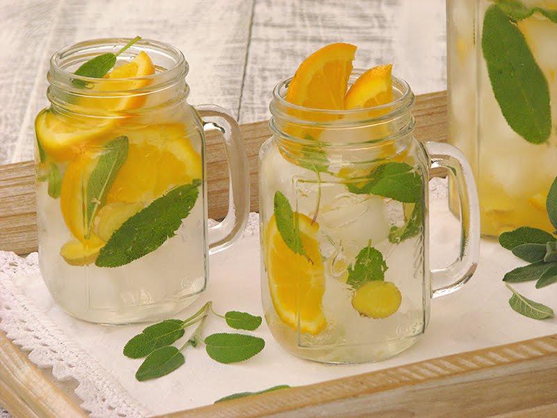 eaux aromatisees bio orange gingembre sauge et menthe citron recettes bio et fait. Black Bedroom Furniture Sets. Home Design Ideas