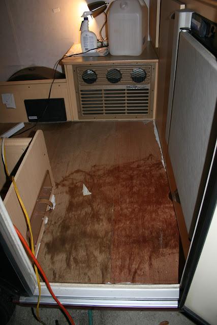 Infiltration d'eau Soyez vigilant !!! Faite vos inspections rigoureusement Camper+001