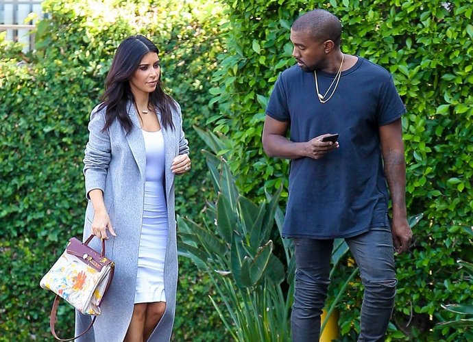 Kim Kardashian Is Begging Kanye West to Apologize to Jay-Z,So they can become Friends with the Carter's Again