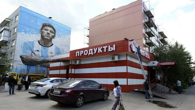 Lukisan raksasa Lionel Messi di Rusia