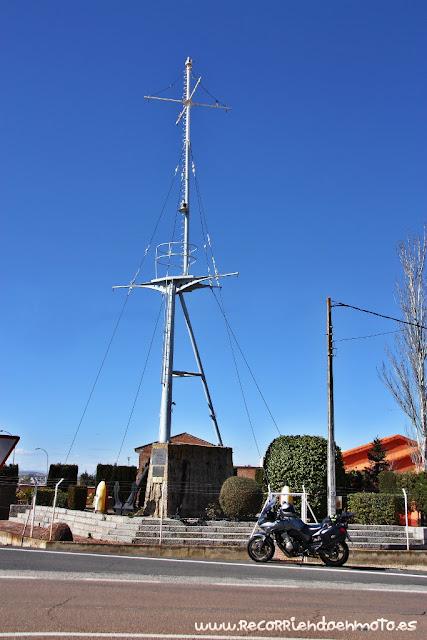 recuerdo de la milicia naval universitaria a Almuradiel
