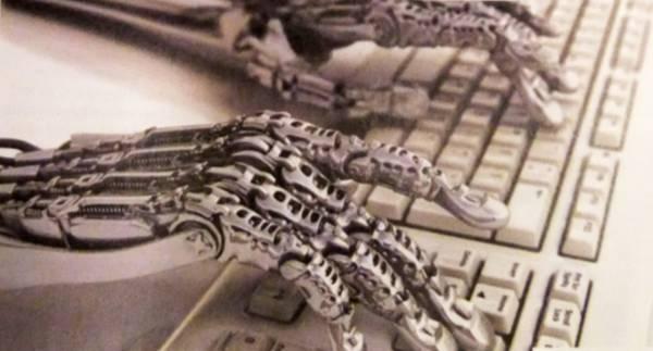 Mani robotiche digitano su una tastiera