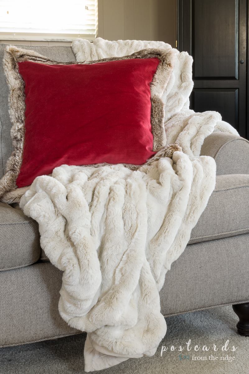 Love this snuggly throw blanket and pillow. Lots of great ideas for making the house more cozy for the holidays.