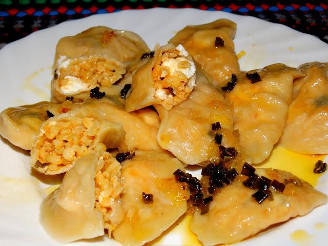 Pierogi z kaszą bulgur i serem feta