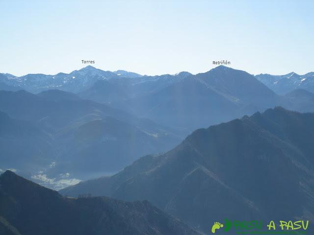 Vista del Pico Torres y del Retriñón desde la cima del Trigueiro