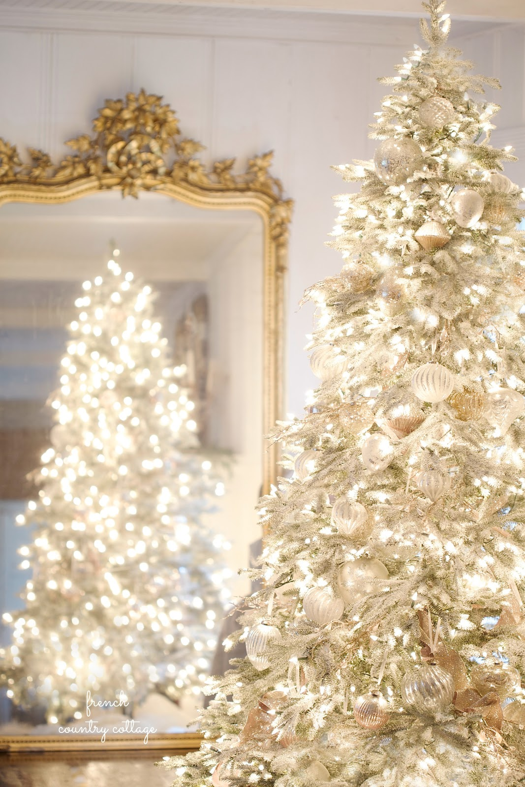 It 39 s beginning to look a lot like christmas elegant for White and gold tree decorations