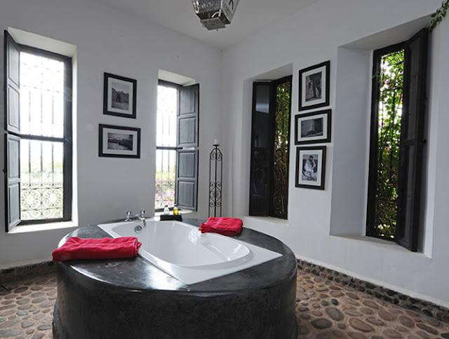 Tadelakt bath